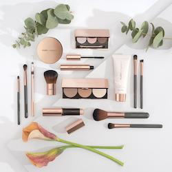 Naturally LovelyMake-up Set